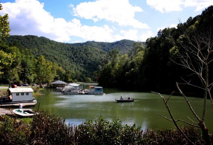 Stone Mountain Boat Dock 1 in Cranks Creek Lake in Harlan County, KY - photo by Jennifer McDaniels