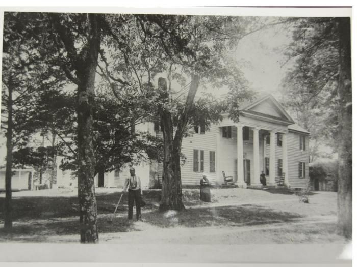 Thomas and Franny Fruster in front of Fort Hill Plantation, where they were enslaved (credit: Special Collections and Archives, Clemson University Libraries)